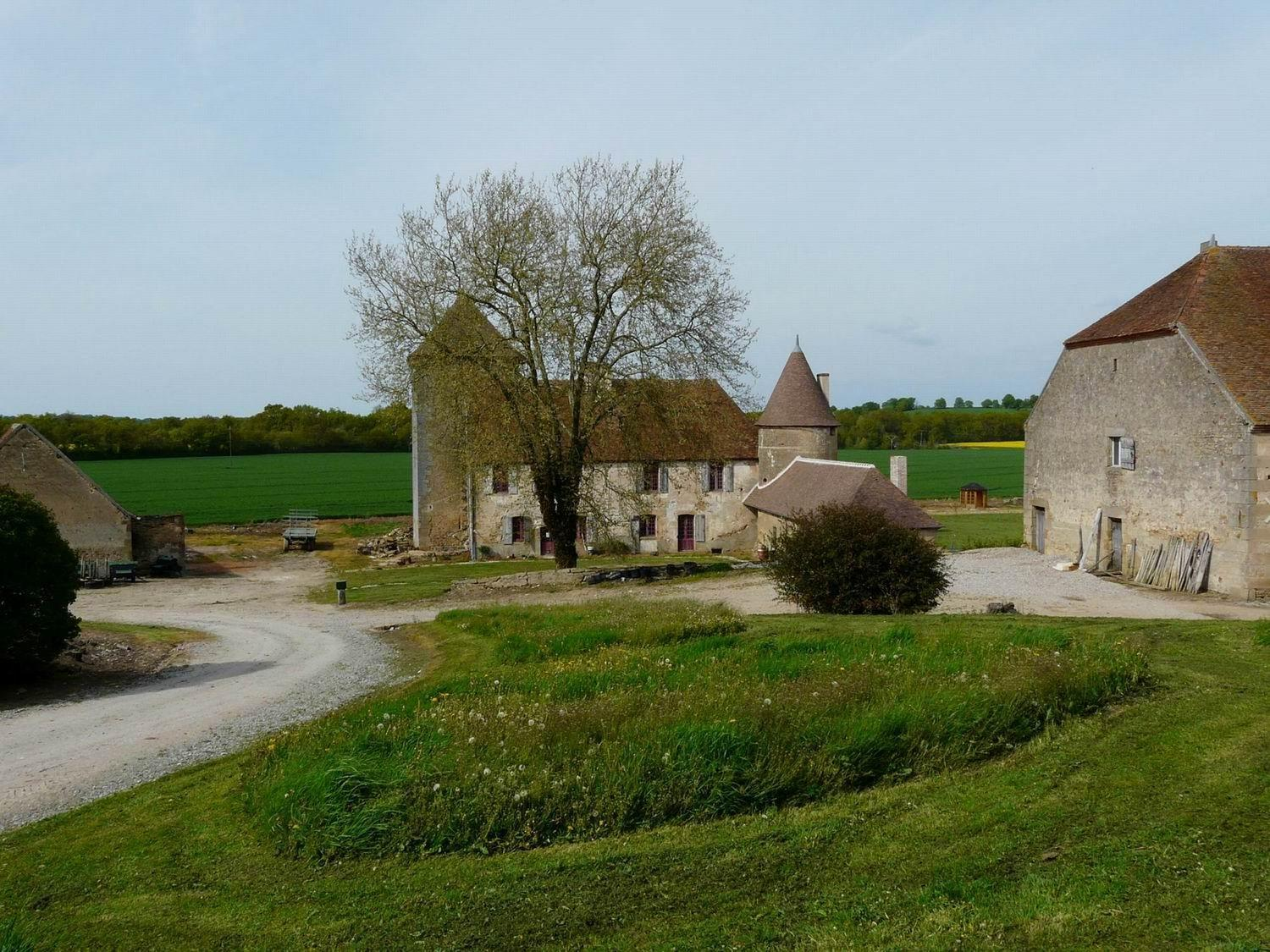 Farm in France - arable farm for sale. Ref A01