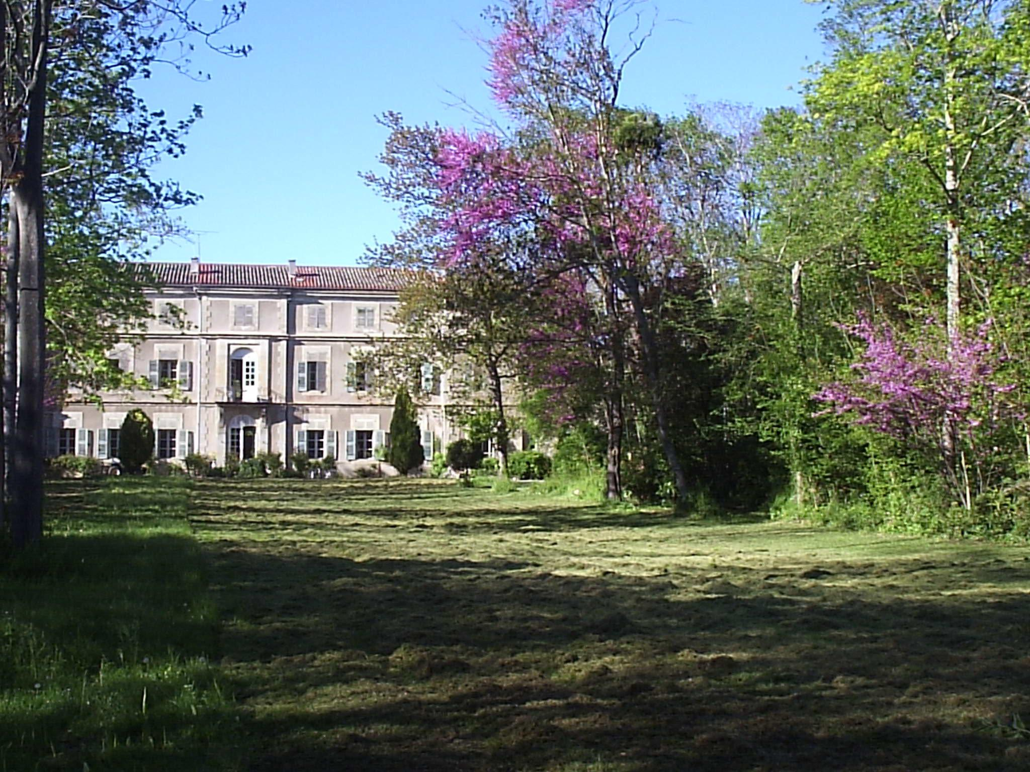 FRANCE   MANOR HOUSE WITH 6 HA  - ref L03
